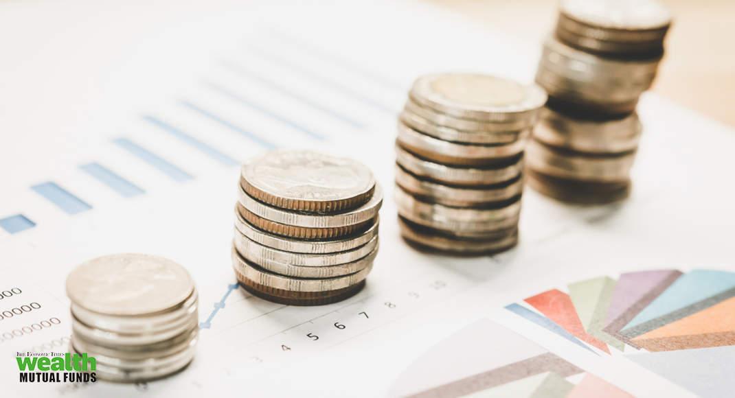 پایه دارایی های صندوق های سرمایه گذاری مشترک در 12 ماه سپتامبر با 12٪ افزایش به 27.6 روپیه ریال رسید