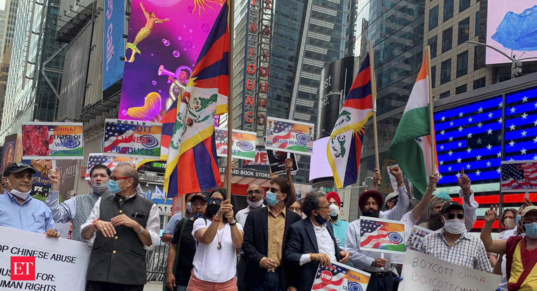 هندی-آمریکایی ها در مقابل سفارت چین در واشنگتن اعتراض مسالمت آمیز برگزار می کنند